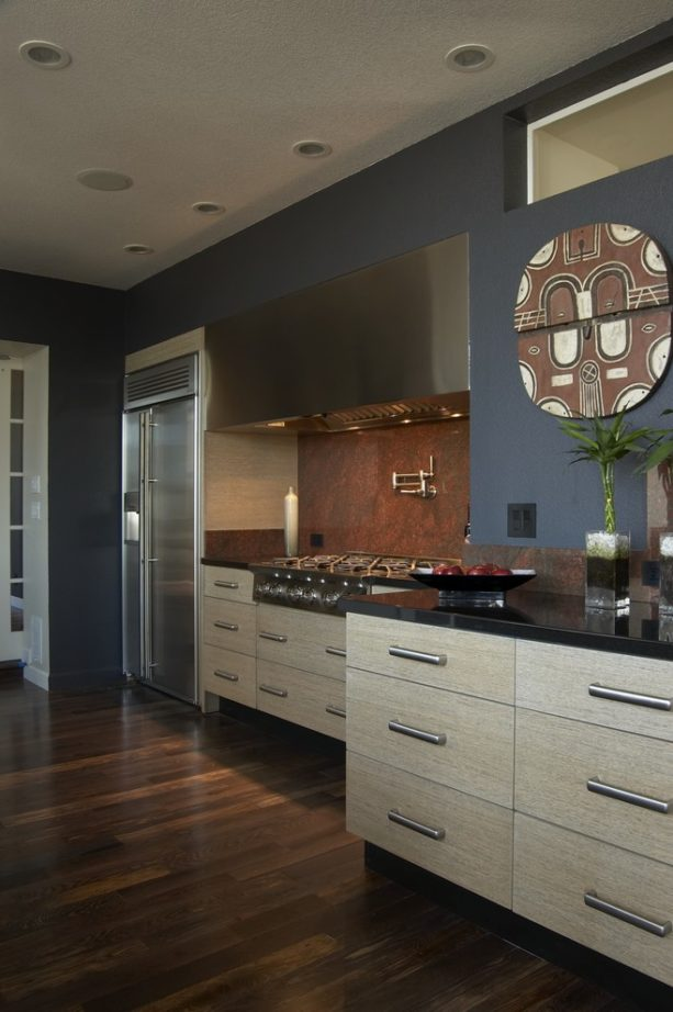 a closer look to the dark gray wall paint