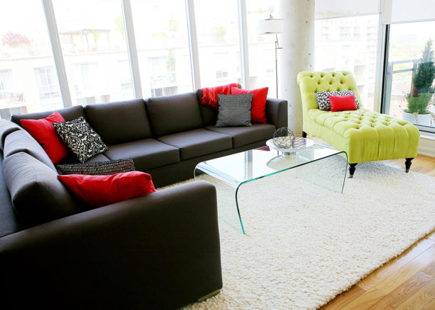 the pairing of charcoal grey, bright red, and yellow colors for a contrast living room visual
