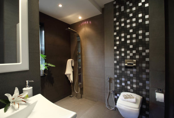 classy and luxurious black and white master bathroom without tub