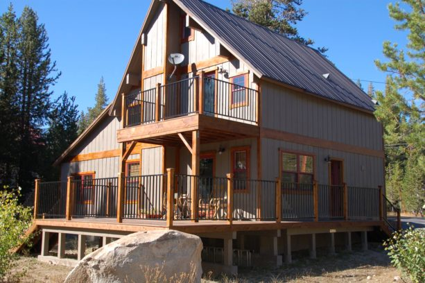 benjamin moore ashley grey mountain style rustic cabin exterior paint color with metal roof