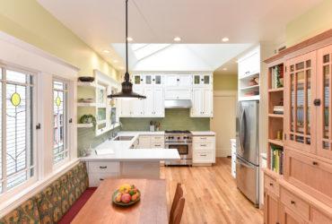 craftsman u-shaped kitchen with a white peninsula