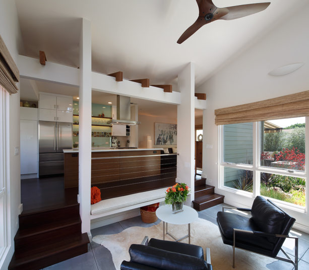 two levels of eat kitchen and mid-sized modern living room combo